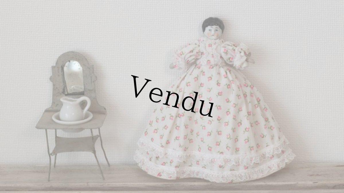 画像1: 小花ドレスのチャイナヘッドドール (1)