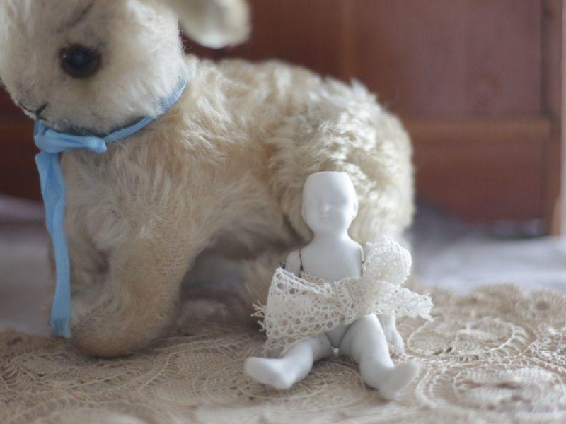 画像1: White Bisque Doll 3.5in/Germany (1)