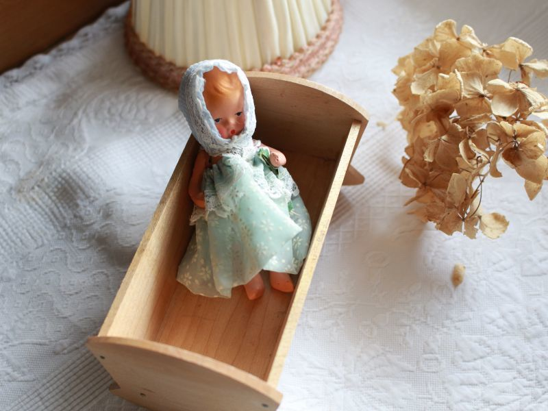 画像1: Nancy Ann Storybook Baby K&H Bisque Doll/Wood Cradle/Original Box/RARE Pamphlet /C (1)